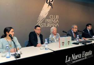 """Jesús Díaz Loyola: """"El padre de la radio en Cuba es de Carreño ... De izquierda a derecha, Claudia Greciet, Jesús Díaz Loyola, Menchu Álvarez del Valle, Esteban Greciet y Santiago Romero. Foto: NACHO OREJAS"""