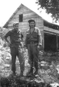 El luego General de División Raúl Menéndez Tomassevich con el entonces Comandante Raúl Castro Ruz, hoy Presidente de Cuba.