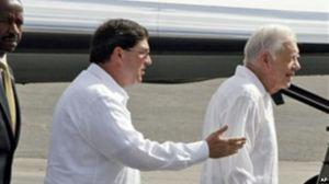 Bruno Rodríguez Parrilla con el Presidente Jimmy Carter, de EE.UU.