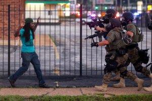 Un área en el que los Estados Unidos es sin duda excepcional, es el nivel de la violencia estatal dirigida contra los afroamericanos, latinos, nativos americanos y trabajadores y gente pobre de todas las nacionalidades. Los asesinatos policiales en Estados Unidos superan en número a los de otros países capitalistas desarrollados en hasta un 100 a 1.