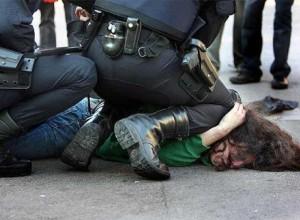 Violencia policial de Estados Unidos fue presentada por Comité de Naciones Unidas contra la Tortura; pero como Estados Unidos es un país libre y democrático que respeta los derechos humanos, esta denuncia de la ONU es una mentira y una provocación.