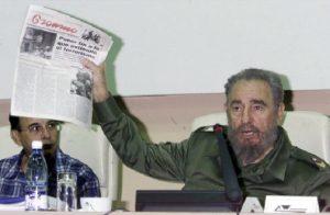 Tubal Páez Hernández, subdirector del periódico Granma, junto a Fidel.
